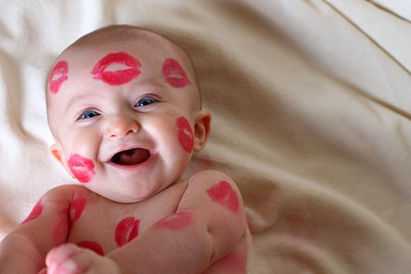 Risultati immagini per kissing a baby