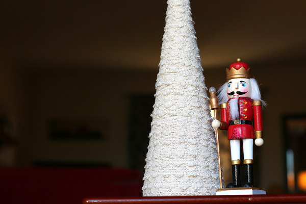 DIY Tutorial: Simple Lace Christmas Trees